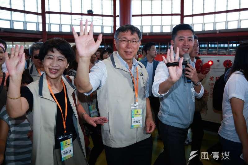 20180729-新竹市長林智堅(右)為台北市長柯文哲(中)與市長夫人陳佩琪(左)導覽新竹文創館。(簡必丞攝)