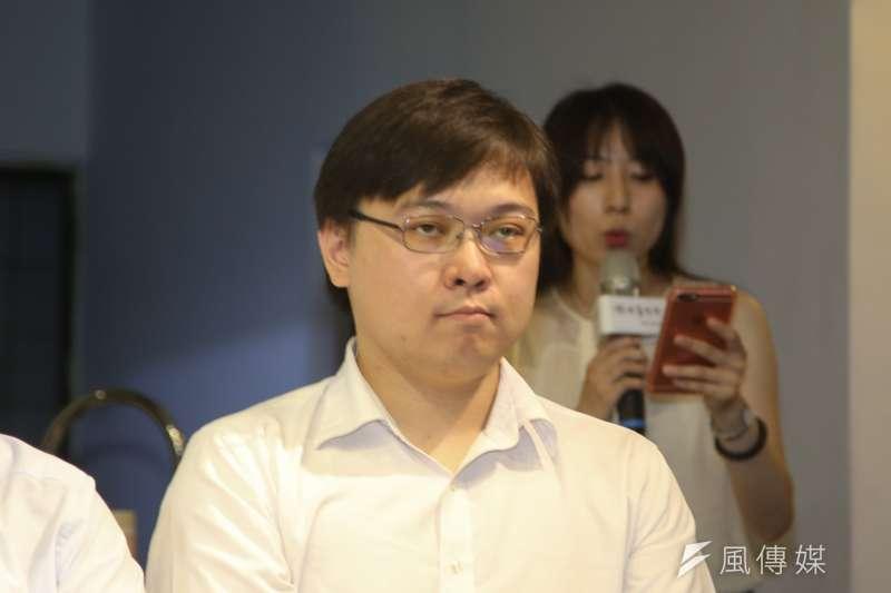 核能流言終結者創辦人黃士修,20180731-出席「以核養綠」公投記者會。(陳明仁攝)