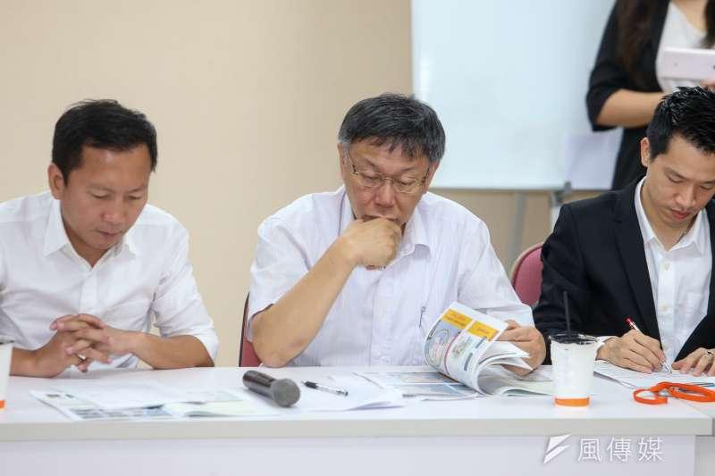 20180801-台北市長柯文哲(中)率一級主管赴民進黨團報告說明市府重大政策、政策性預算、以及優先議事法案。(陳明仁攝)