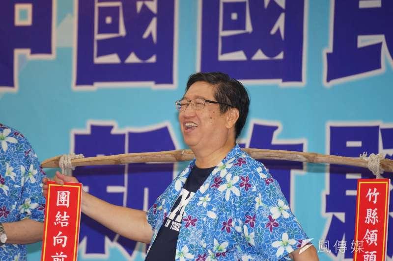 20180801-國民黨舉行新竹縣行動中常會,主席吳敦義將選舉重擔傳承給楊文科。(盧逸峰攝)