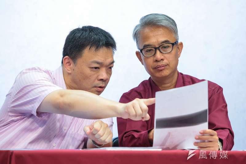 20180801-國民黨台南市長參選人高思博(左)1日召開「年金停止改惡!」記者會。(顏麟宇攝)