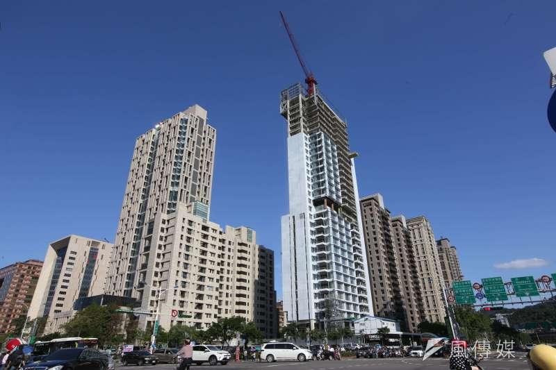 在低利環境下,今年以來,大多數建案採取「佛系賣房」策略。(林瑞慶攝)
