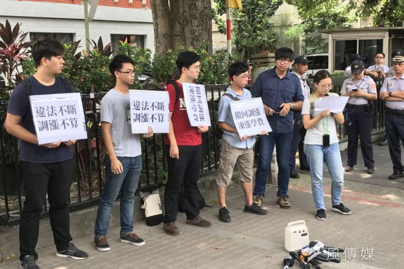 反教育商品化聯盟與中興大學學生於教育部前召開記者會。(資料照,吳尚軒攝)