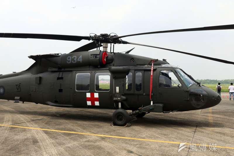 20180808-空軍救護隊新接裝的UH-60M直升機首度公開展示。(蘇仲泓攝)