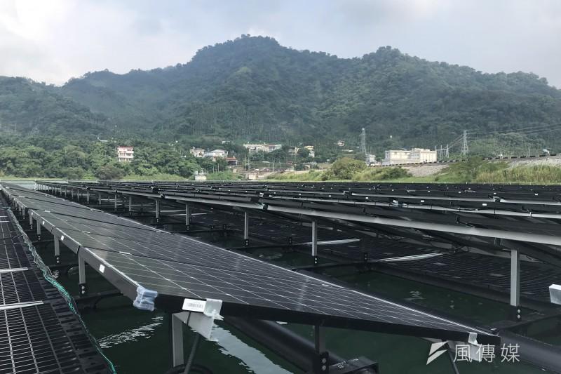 作者認為,臺灣的太陽光電產業已經演化成開發商與金融規劃互相搭配的商業模式,形成一個強勁的內需產業,已經跳脫了製造業的思維,更像房地產業了。(資料照,廖羿雯攝)