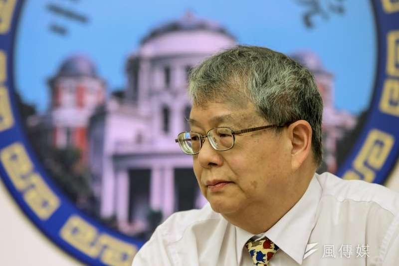 監察委員陳師孟讓監察院刷上藍綠顏色,分色辦案還分色表決。(顏麟宇攝)