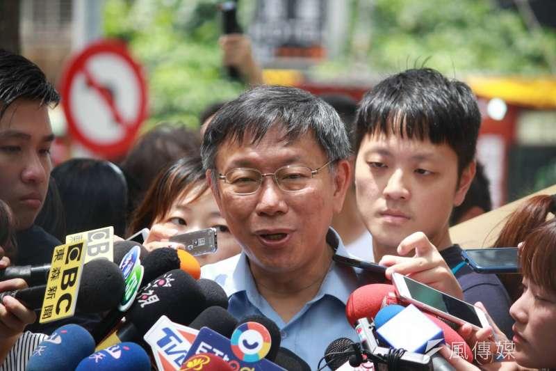 台北市長柯文哲16日上午出席「美好關係閱讀空間快閃計畫」活動,針對媒體詢問近期85度C被中國抵制打壓相關議題,柯表示,中國激發民族主義他覺得滿危險的。(方炳超攝)