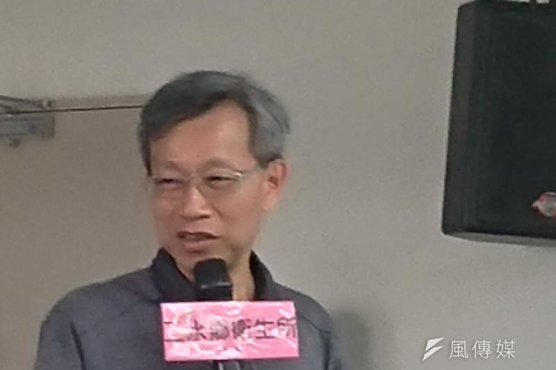 彰化縣衛生局長葉彥伯受訪時哽咽,強調只是比規定的「多做了一點」而已,並非不尊重中央。(資料照,黃天如攝)