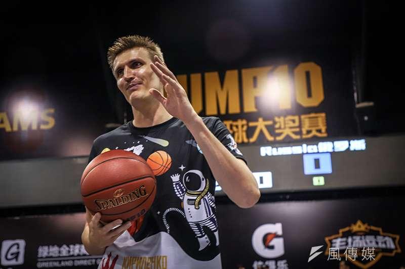 前NBA猶他爵士傳奇球星基里連科,現身中國街頭籃球大賽,與熱愛籃球的粉絲們享受精彩的球賽,也希望年輕們多從事戶外運動。(圖/記者余柏翰攝)