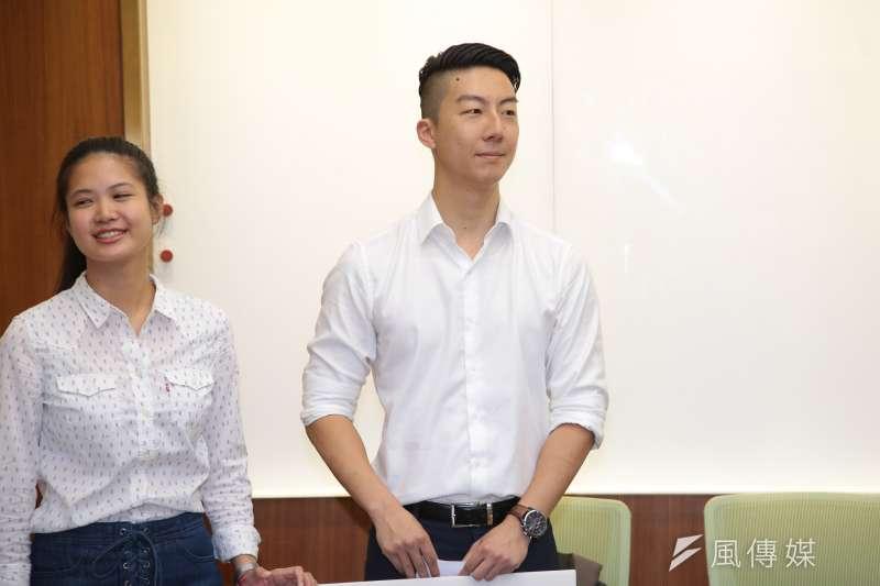 20180717-時代力量台北市議員參選人吳崢17日出席「托托樂!爸媽托育小幫手 ,補助計算免煩惱」記者會。(顏麟宇攝)