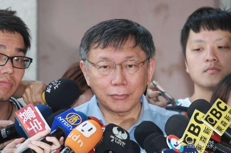 台北市長柯文哲17日上午前往陽明高中,參加國小校長會議並發表演說。(方炳超攝)