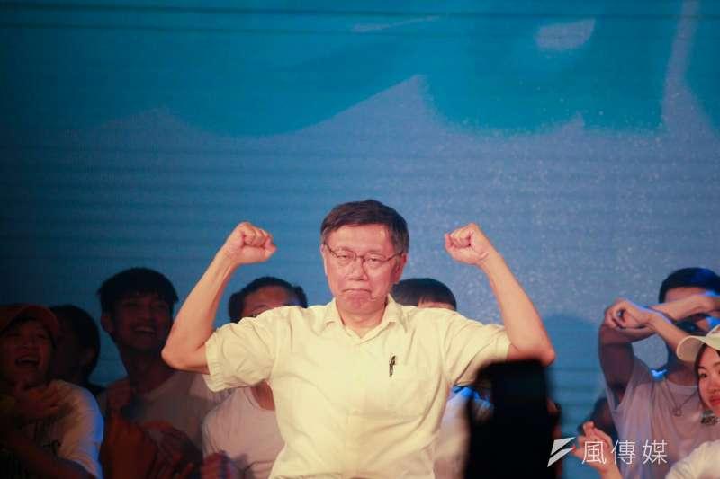台北市長柯文哲競選團隊18日舉辦類似夜店電音趴的「Team KP Let's GO活動」,柯文哲晚間7點到場致詞。(方炳超攝)