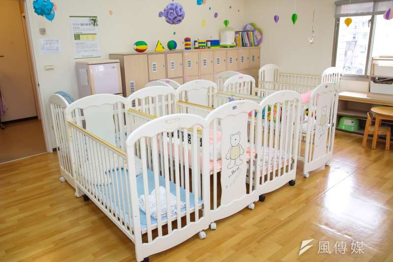 內政部最新統計,今年1到6月全台新生兒僅8萬5961人,比去年同期減少3869人,創下近8年新低。圖為新北市林口仁愛公共托育中心。(資料照,顏麟宇攝)