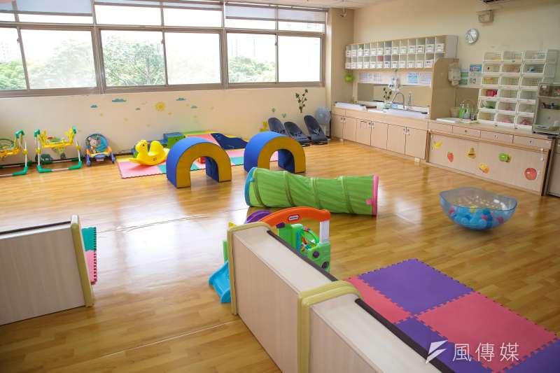 台北市教育局將試辦「幼兒臨時照顧服務」,希望能分擔家庭照顧負擔及突發需求,但未推出就有民眾批評申請程序不切實際。示意圖,與新聞個案無關。(資料照,顏麟宇攝)