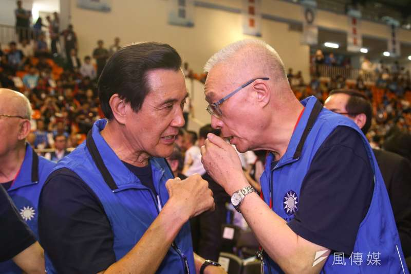 20180819-中國國民黨第二十屆第二次全國代表大會,全代會,黨主席吳敦義和前主席馬英九、咬耳朵。(陳明仁攝)