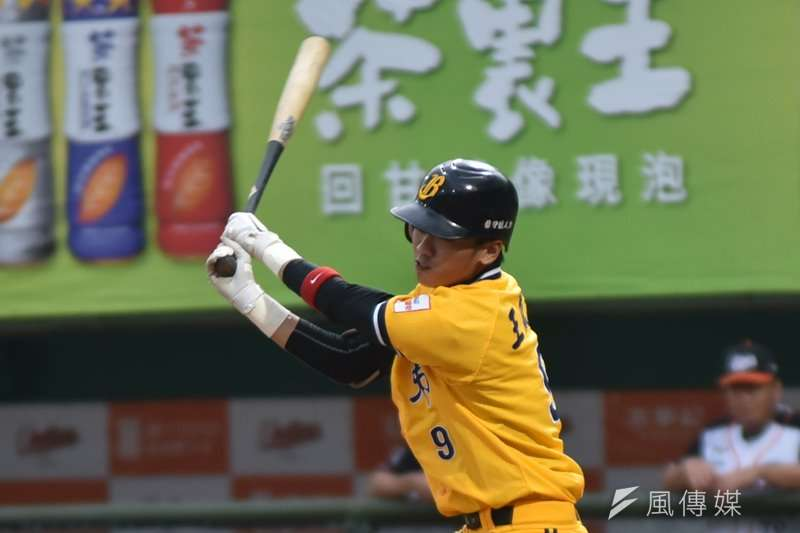 王威晨在今天面對統一獅的比賽中繳出單場4支2、2分打點以及1次盜壘成功的成績,獲選為本場比賽的MVP。(資料照,王永志攝)