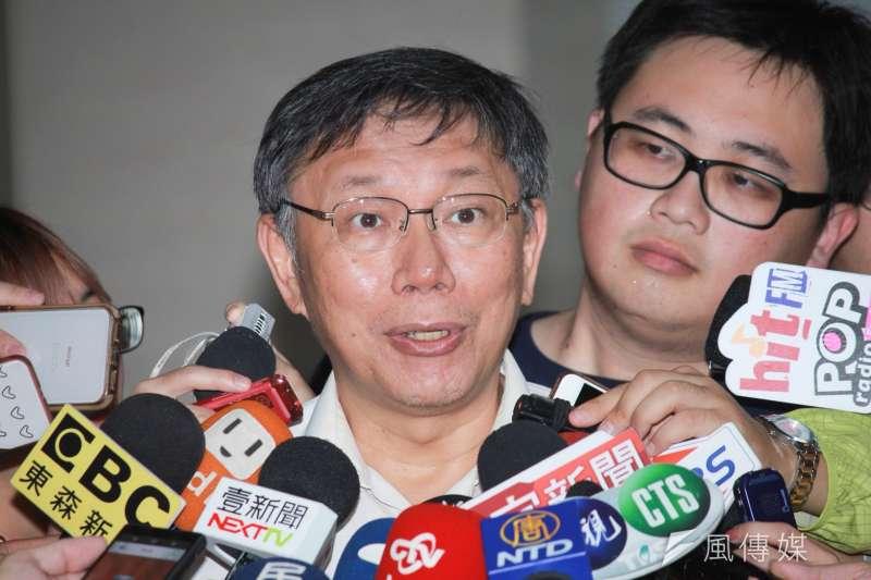 台北市長柯文哲22日下午出席市府公安會報時表示,他還在籌思「柯P認同卡」的內容,比方說對重陽敬老金態度等等,但不會寫入「兩岸一家親」。(方炳超攝)