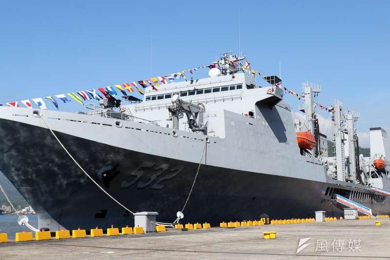 20180822-海軍蘇澳基地營區開放,展示磐石油彈補給艦。(蘇仲泓攝)