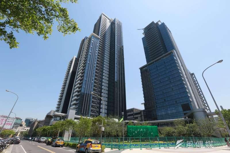 台灣房屋智庫統計實價登錄,台北市豪宅今年上半年交易量,西華富邦以總銷金額達18.6億,穩坐交易王寶座。(新新聞提供)