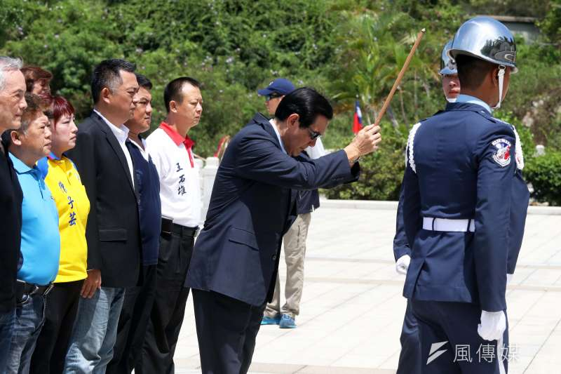 20180823-前總統馬英九向八二三戰役烈士致祭。(蘇仲泓攝)