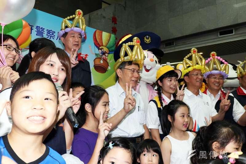 20180828-台北市警察局28日舉行親子日,台北市長柯文哲隨後也親自來到現場,與警眷互動。(蘇仲泓攝)