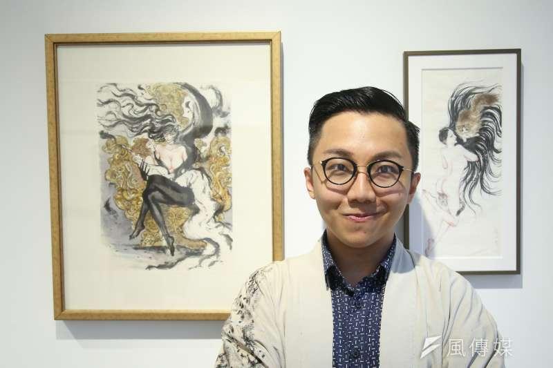 漫畫家葉羽桐憑藉著精湛水墨畫技畫過許多武俠、玄怪故事,除了畫劍膽俠情之外,同時也以「慾虫先生」為筆名畫情慾畫。(陳明仁攝)