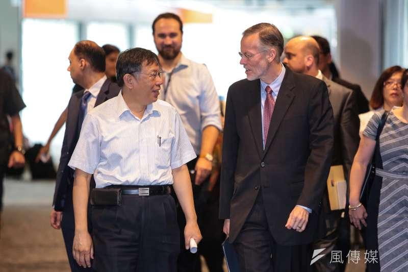 20180828-台北市長柯文哲、AIT美國在台協會處長酈英傑28日出席「智慧城市─未來交通的新趨勢」專題論壇。(顏麟宇攝)