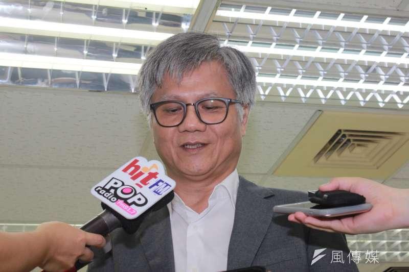 無黨籍參選人吳蕚洋30日來登記台北市長參選。(方炳超攝)