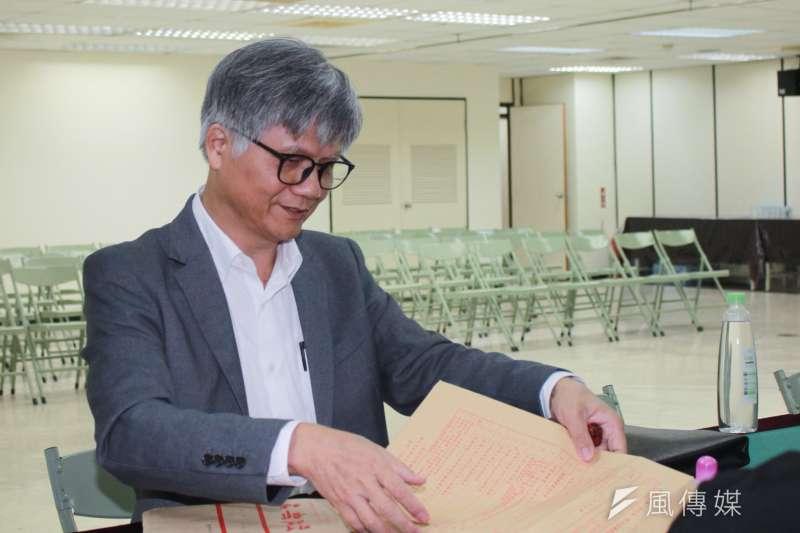 20180830-無黨籍參選人吳蕚洋30日來登記台北市長參選。(方炳超攝)