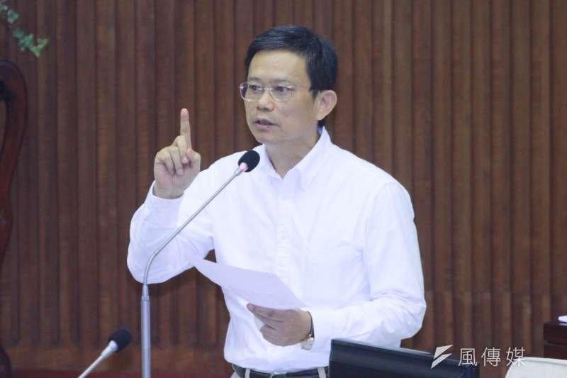 20180904-親民問政小組議員陳政忠於市議會進行質詢。(方炳超攝)