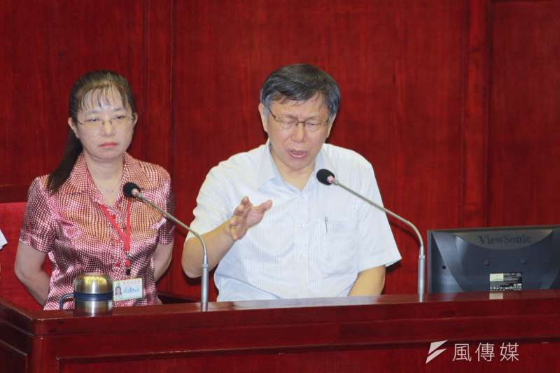 台北市長柯文哲於台北市議會備詢,針對台北第一果菜市場改建案及吳音寧等事忍不住爆粗口。(方炳超攝)
