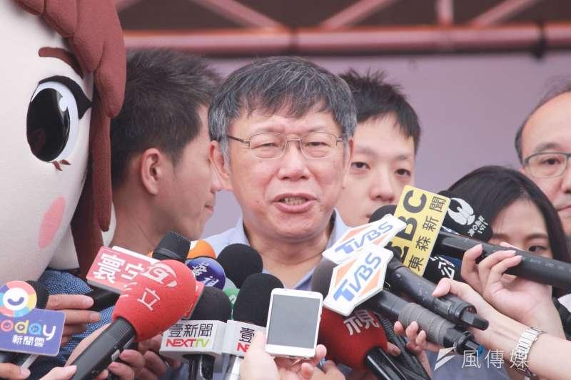 台北市長柯文哲8日上午前往指南宮,出席文山區健行活動。針對北農董事長吳音寧表示「自己不是誰的提款機」,柯表示「我才是被消費的,議會被罵的是我」。(方炳超攝)