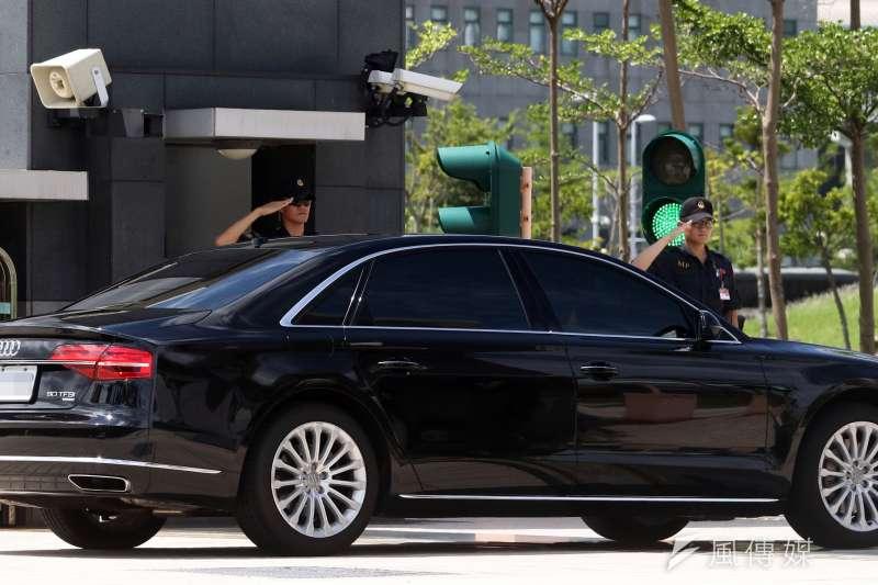 20180911_政軍兵推,總統蔡英文的防彈奧迪(Audi)車隊,從國防部大門進去轉往應變指揮所。(蘇仲泓攝)
