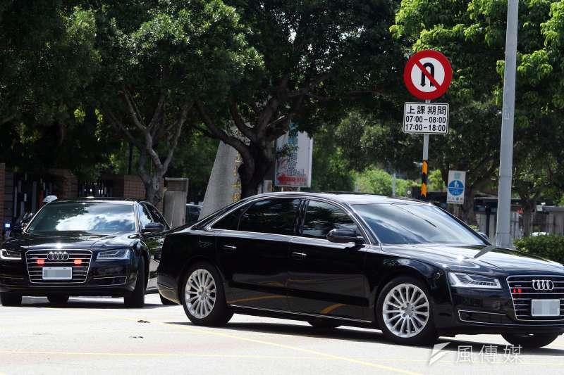 政軍兵推最末日,總統蔡英文的防彈奧迪(Audi)車隊轉往應變指揮所。(蘇仲泓攝)