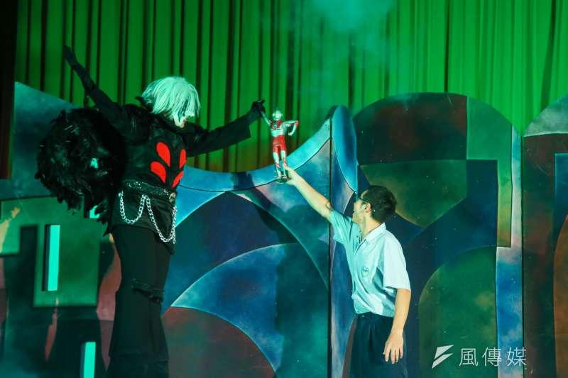 紙風車到北市弘道國中舉辦《拯救浮士德》戲劇首演,讓更多學子了解毒品危害。(陳明仁攝)