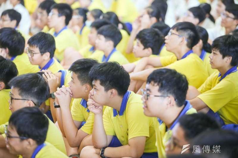 20180911-紙風車青少年反毒戲劇工程-拯救浮士德,和弘道國中學生舉行反毒宣誓儀式,寓教於樂演出,學生們看得專注。(陳明仁攝