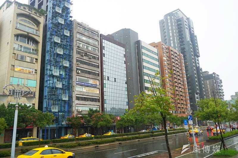 營建署統計,台灣五年間餘屋多了4.8萬餘戶。全台餘屋量從102年Q4的2.78萬戶,到去(107)年的7.3~7.5萬戶之間。(示意圖/姚翰光攝影)