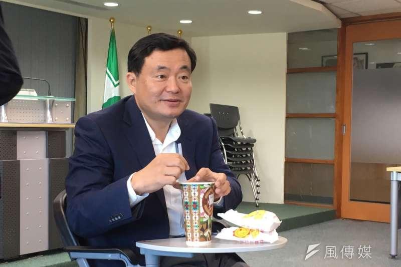 20180913-民進黨秘書長洪耀福13日下午與媒體茶敘,針對促轉會「打侯會議」爭議回應。(周思宇攝)