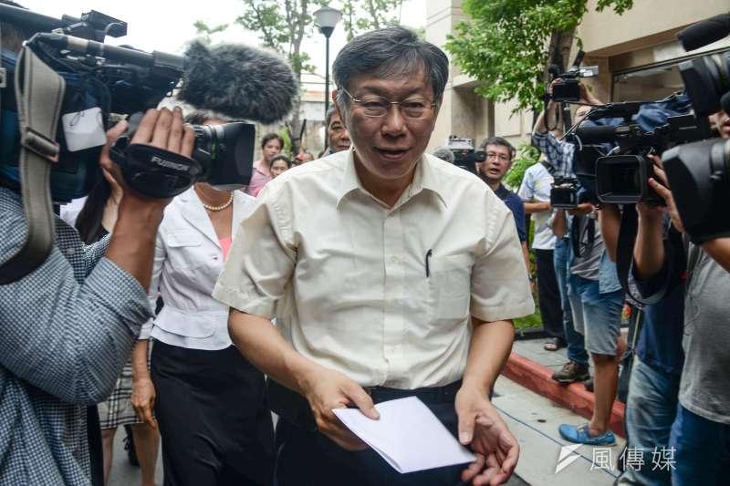 台北市長柯文哲先前決定推出「柯P認同卡」,但簽署者並不多,據了解全台目前僅約十餘人簽署,柯文哲先前也說,是要擋掉一些不認識的人。(資料照,甘岱民攝)