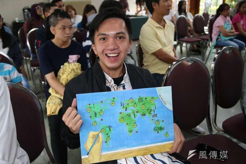 來自菲律賓的JOHN和他的作品,出席20180916-為幫助更多的顱顏患者,羅慧夫顱顏基金會2019年「I Have a Dream」公益桌曆頒獎典禮暨首賣活動展開。(陳明仁攝)
