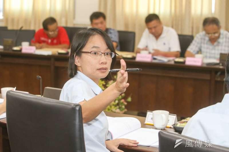 台北市議會訂下「吳音寧條款」,不備詢者罰!圖為吳音寧出席北農董事會。(陳明仁攝)
