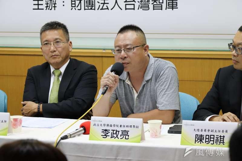 曾在中國讀書、執教12年的政大傳播學院兼任助理教授李政亮說,赴中的日常生活風險包括現代版的三座大山,上不起學,買不起房,看不起病。(陳煜攝)