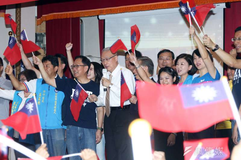 國民黨主席吳敦義與台北市長候選人丁守中上午出席公教軍警消總會等700位會員團結誓師大會。(蘇仲泓攝)