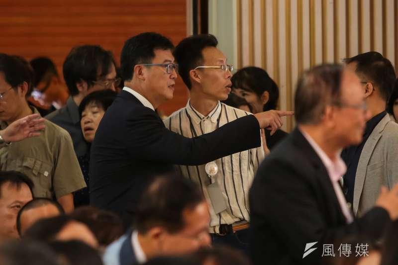 民進黨台北市長參選人姚文智22日出席「楊偉中追思紀念會」,對於碧雲禪寺被改建為「共產基地」,他說,若當選台北市長,不會讓中共五星旗在台北飄揚。(顏麟宇攝)