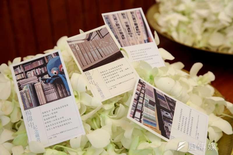 20180922-楊偉中追思紀念會22日於懷恩堂舉辦,現場準備有「楊偉中紀念藏書票」供出席親友留念。(顏麟宇攝)