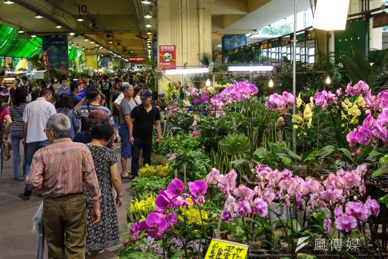 作者認為,台灣農委會早在多年前即強調要將台灣建設成亞太花卉交易中心,卻只聞樓梯響遲遲未見人下來;反觀中國素有「花卉王國」之稱的雲南昆明,努力建設暨經營的國際花卉拍賣中心,透過科技創新和自主智慧財產權花卉品種的不斷湧現,帶動雲南花卉的品質提升和產業發展。(資料照,顏麟宇攝)