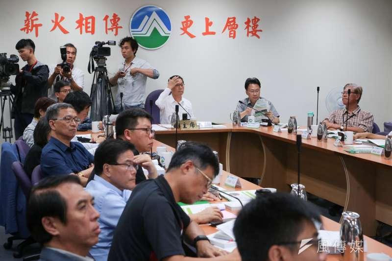 環保署長李應元主持「中油觀塘案環評大會」。(顏麟宇攝)