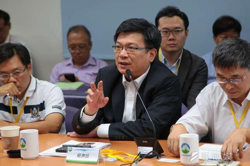 20180926-經濟部次長曾文生26日出席「中油觀塘案環評大會」。(顏麟宇攝)