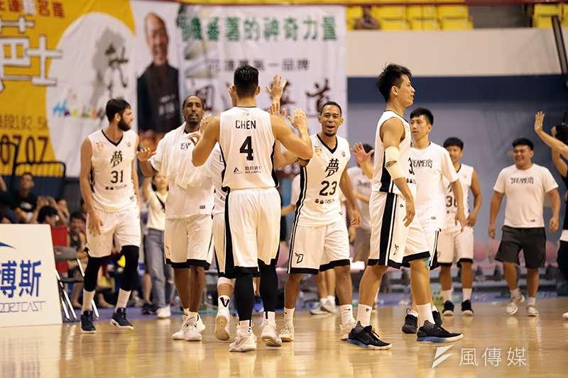 寶島夢想家在觀護盃的第2戰面對SBL傳統勁旅台灣啤酒,下半場成功逆轉比數,也守住台啤最後一波進攻,成功拿下2連勝。(記者余柏翰攝)