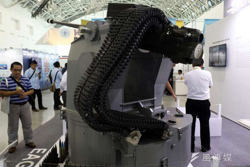 20180927_高雄海事國防工業展,近年以裝甲車、遙控機砲砲塔頻頻曝光的金賓汽車,在現場展示相關機砲裝備。(蘇仲泓攝)